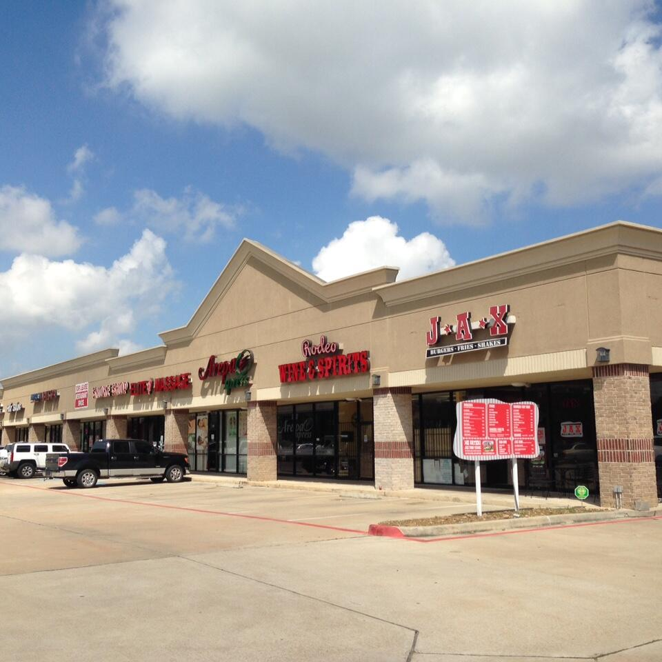 Bridgestone Lakes Plaza net lease property